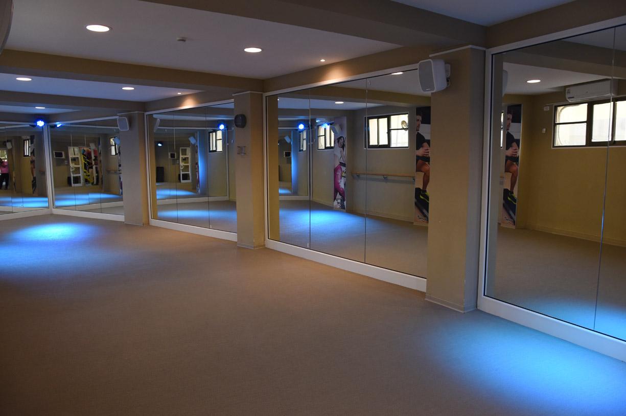 salle de sport personnelle awesome la salle de sport de tibo teamshape le temple with salle de. Black Bedroom Furniture Sets. Home Design Ideas